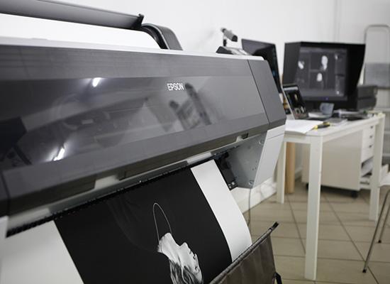 Idée cadeau : Offrez un tirage photo de haute qualité encadré sur mesure, -15 % sur nos tarifs tirages, collages et encadrements